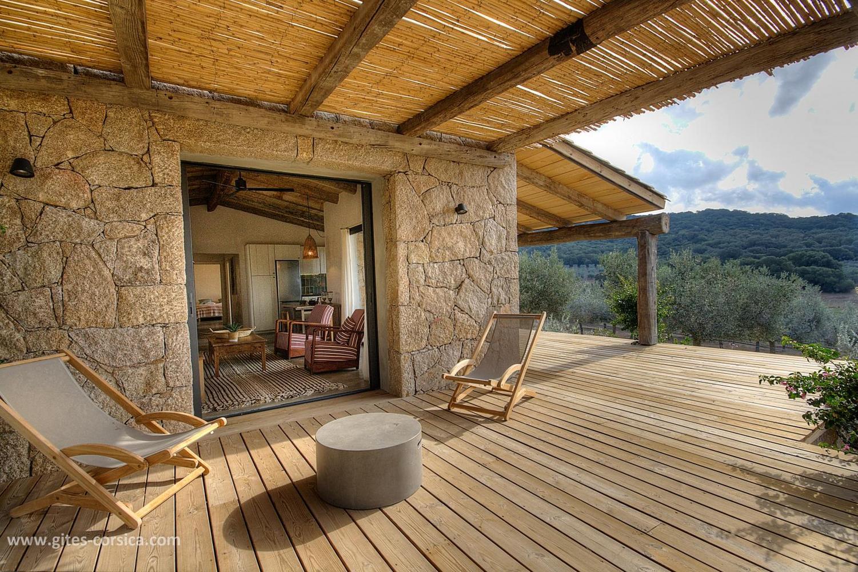 Очарователна ваканционна къща със собствен басейн