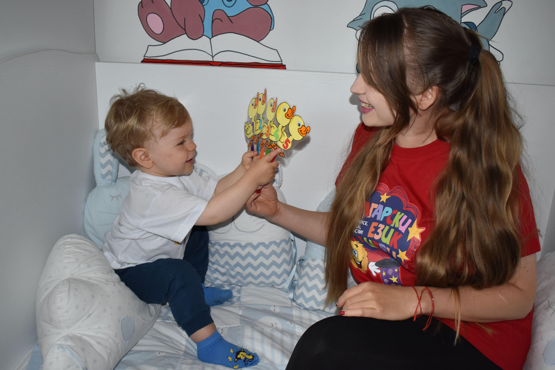 Детски песни с хартиени кукли  (за учители и пеещи родители)