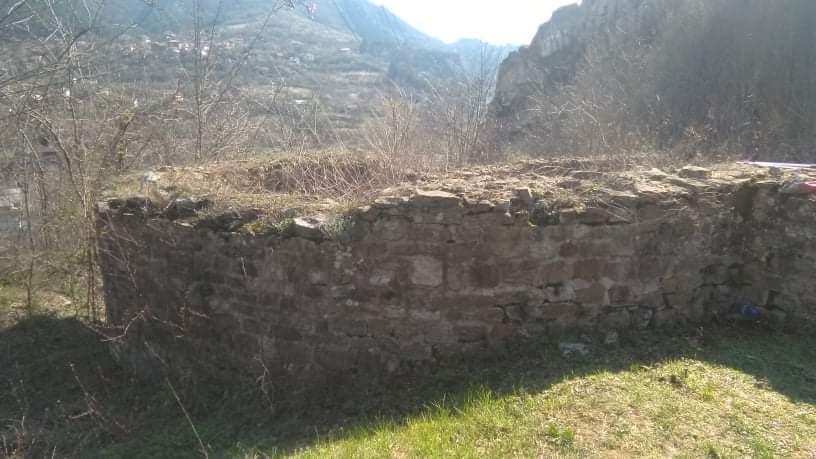 Родолюбиви българи почистиха Раннохристянската базилика в с. Люти брод.