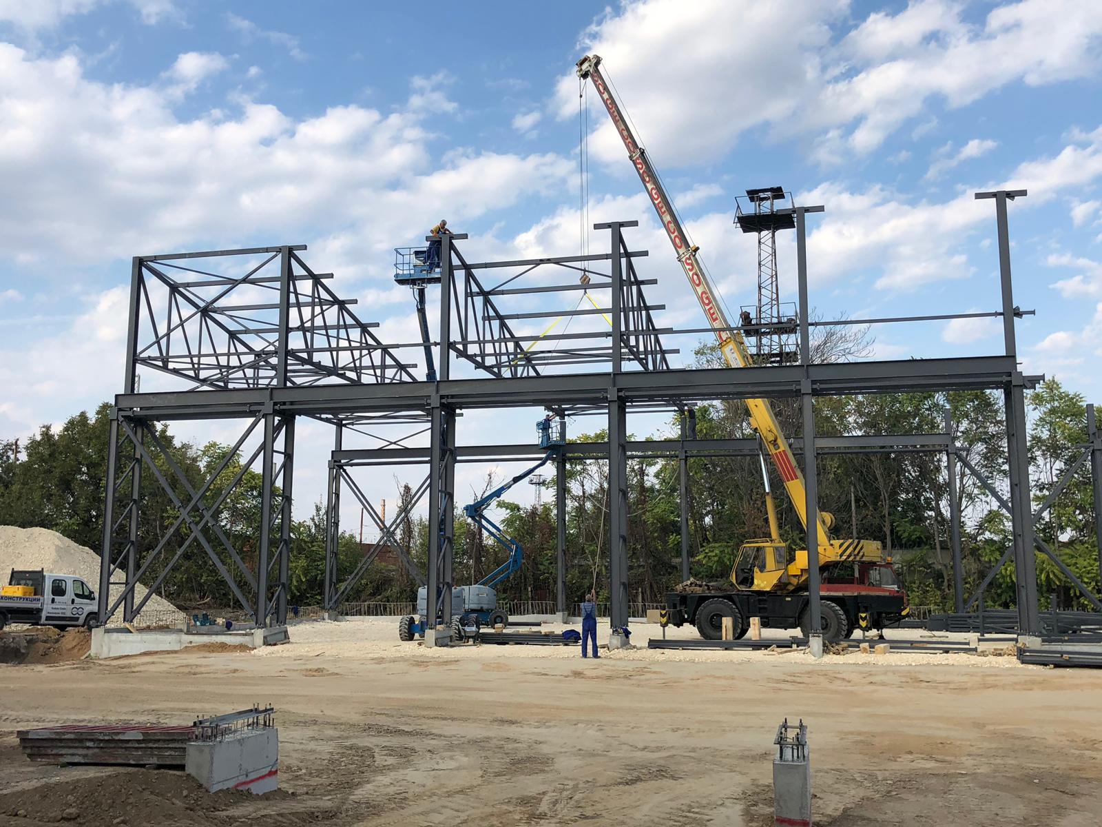 Строежът на новия завод върви с пълна сила